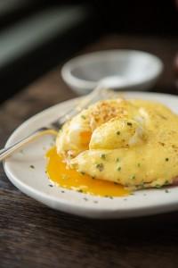 BB breakfast eggs benedict4
